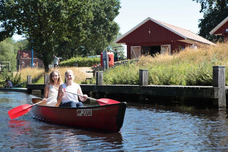 Kanufahrer an der Paddel- und Pedalstation Friedeburg am Ems-Jade-Kanal