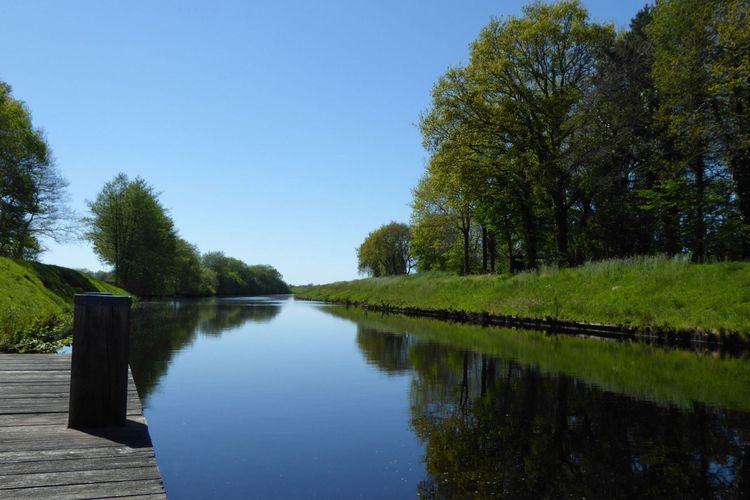 Sommerstimmung am Kanal in Friedeburg